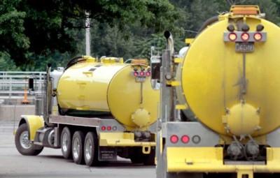 Regulatory complexity governs rail, truck oil field transportation
